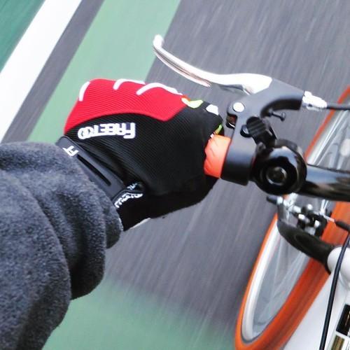 【AD】自転車用の手袋なんて学生時代以来! 嬉しくて自転車乗り回してたらなんか知らない街に来た_c0060143_20452878.jpg
