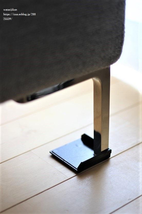 ソファに滑り止めを設置する_e0214646_22252418.jpg