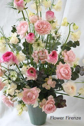 *春の花でトライアンギュラーアレンジメント   *_e0159050_17220742.jpg