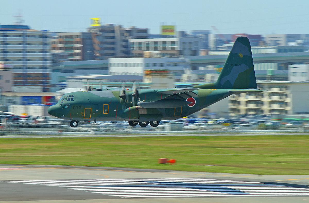 陸上自衛隊戦術輸送機。_b0044115_06232235.jpg
