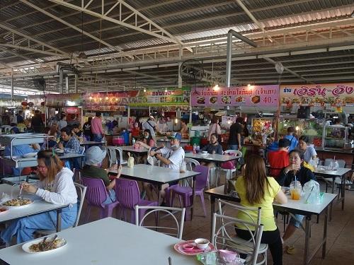パタヴィコーン市場でコーイシーミーという初物麺料理_c0030645_12371796.jpg