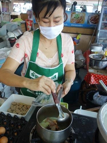 パタヴィコーン市場でコーイシーミーという初物麺料理_c0030645_12374822.jpg