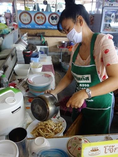 パタヴィコーン市場でコーイシーミーという初物麺料理_c0030645_12380376.jpg