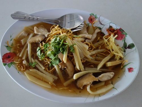 パタヴィコーン市場でコーイシーミーという初物麺料理_c0030645_12380842.jpg
