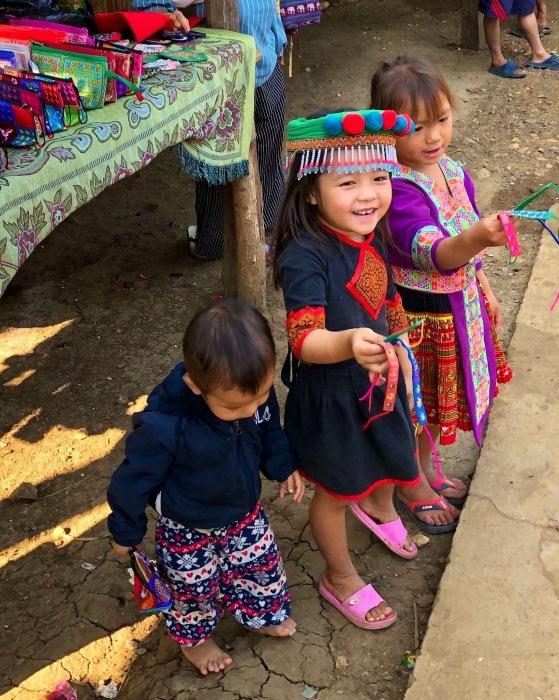 ラオスの旅 22  少数民族 モン族の村へ_a0092659_15401816.jpg