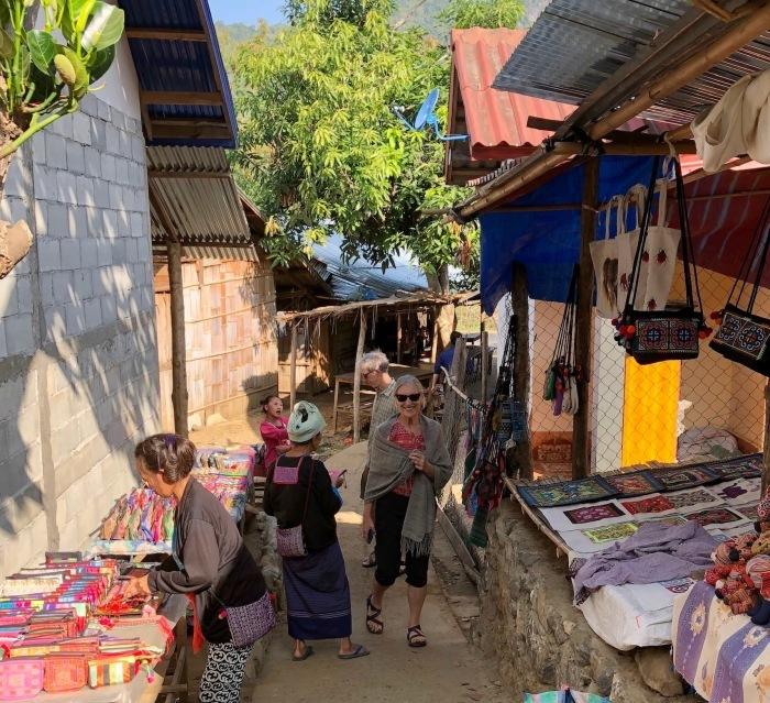 ラオスの旅 22  少数民族 モン族の村へ_a0092659_15520880.jpg