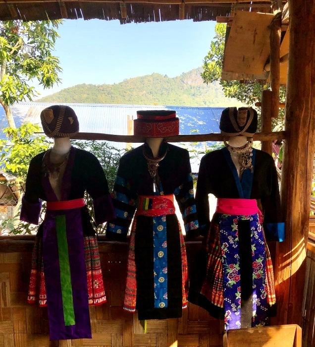 ラオスの旅 22  少数民族 モン族の村へ_a0092659_15580018.jpg