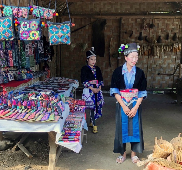 ラオスの旅 22  少数民族 モン族の村へ_a0092659_16024657.jpg