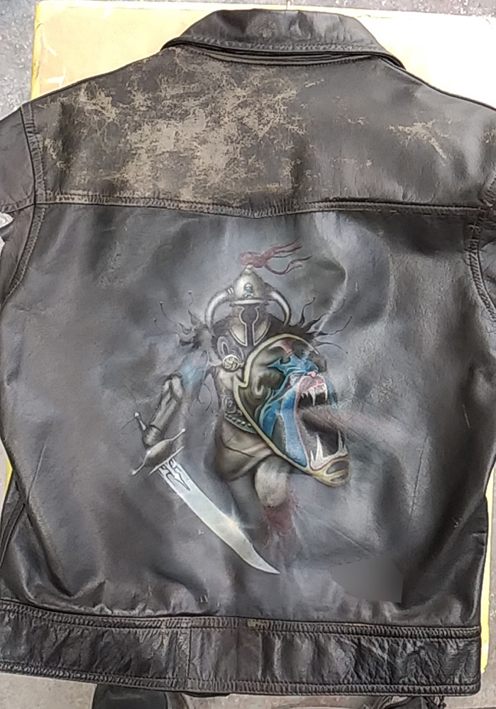 革ベストにエアブラシでジューダスプリーストのジャケット画を。_d0130115_15120396.jpg