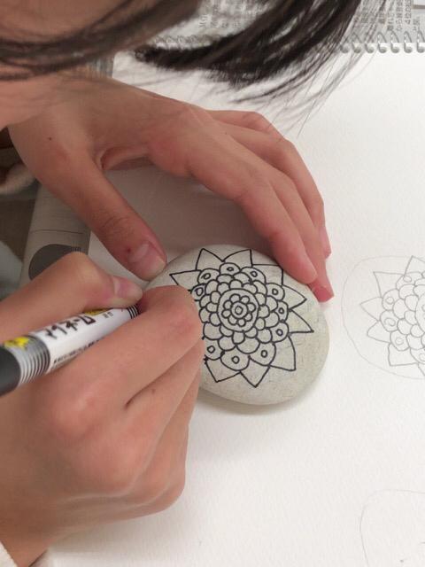 友遊カルチャー、日曜こども絵画教室、石アートしました。_f0373324_17385952.jpg