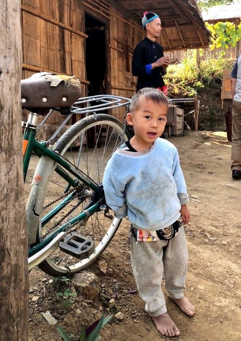 ラオスの旅 22  少数民族 モン族の村へ_a0092659_11353340.jpg