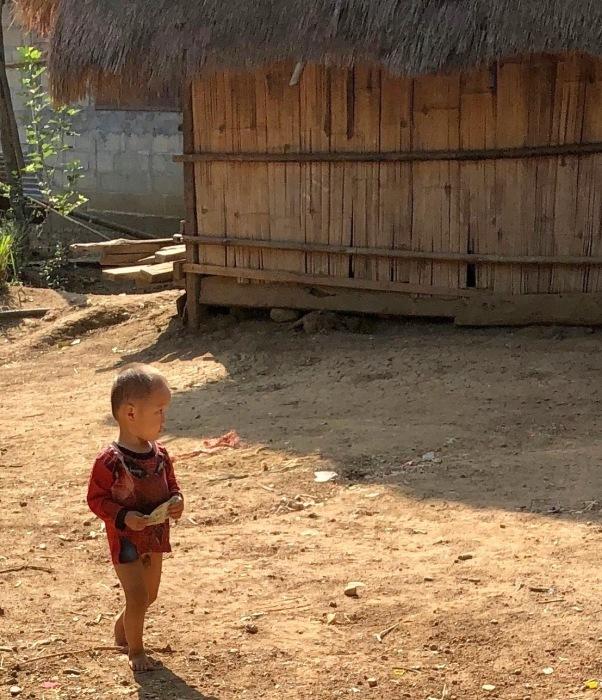ラオスの旅 22  少数民族 モン族の村へ_a0092659_11385260.jpg