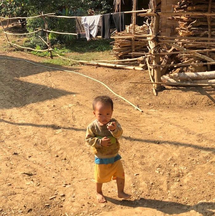 ラオスの旅 22  少数民族 モン族の村へ_a0092659_11391110.jpg