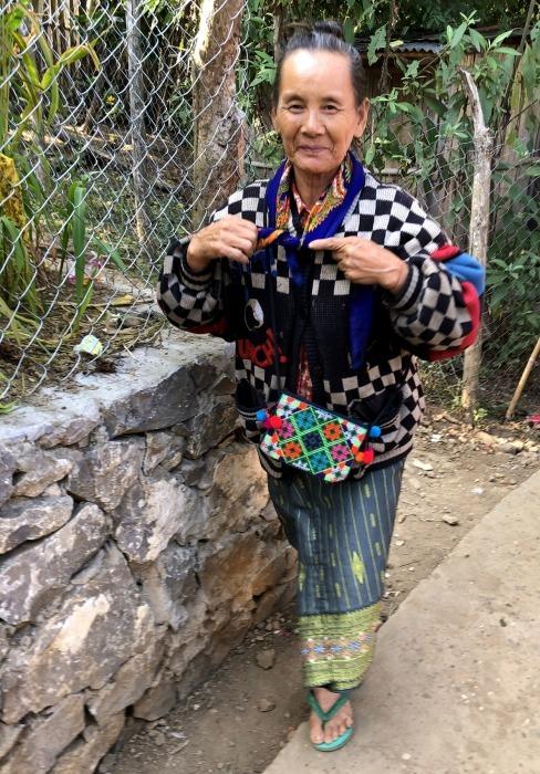 ラオスの旅 22  少数民族 モン族の村へ_a0092659_11442484.jpg