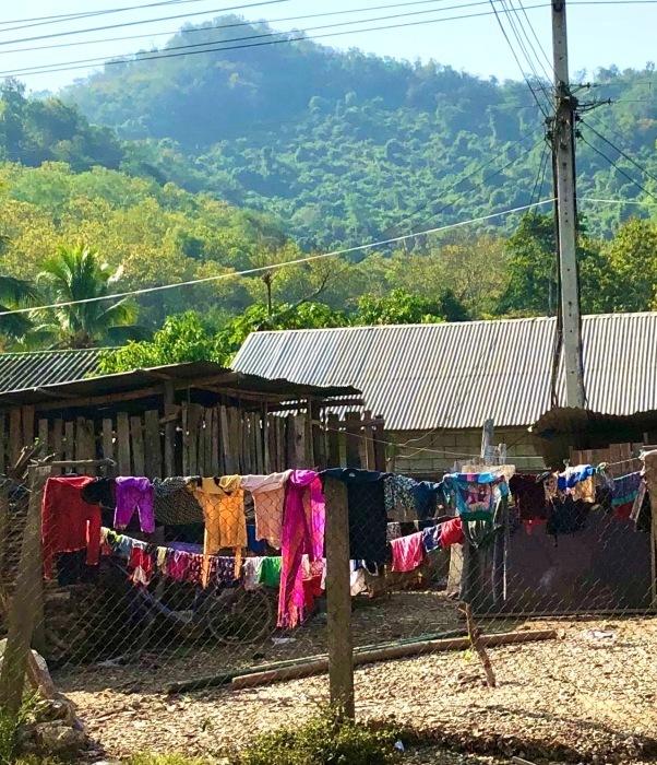 ラオスの旅 22  少数民族 モン族の村へ_a0092659_11564793.jpg