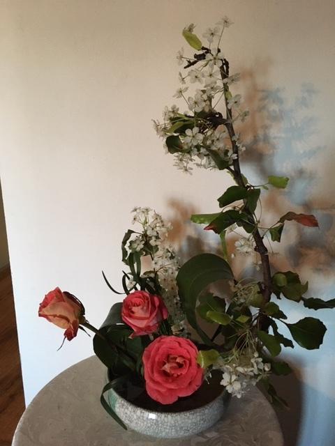 庭に咲く草花で生け花の練習ーネコヤナギ、ハナナシ等々_e0350971_06080723.jpg