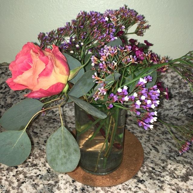 庭に咲く草花で生け花の練習ーネコヤナギ、ハナナシ等々_e0350971_06084054.jpg