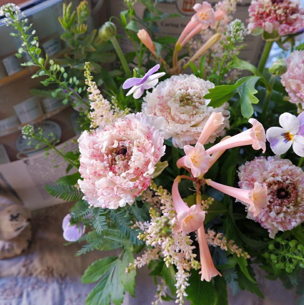 オークリーフ(モロッコエルフードと小花のアレンジメント)_f0049672_23211208.jpg