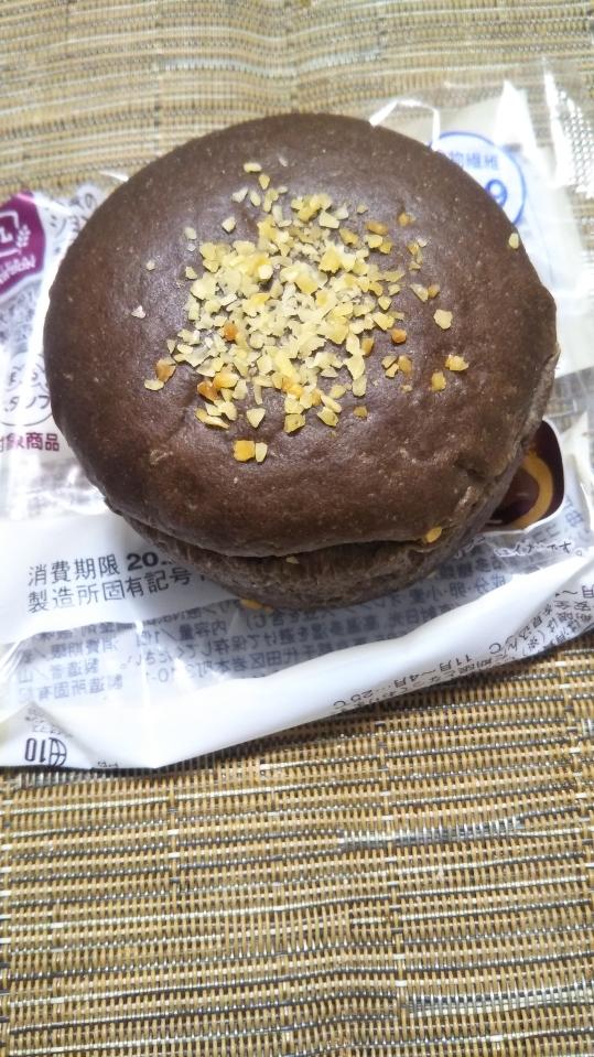 ローソン 大麦のショコラホイップパン_f0076001_23121583.jpg