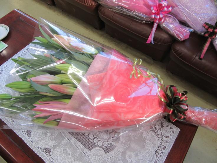 ユリの花束ご注文 ありがとうございます。_f0067514_16350447.jpg