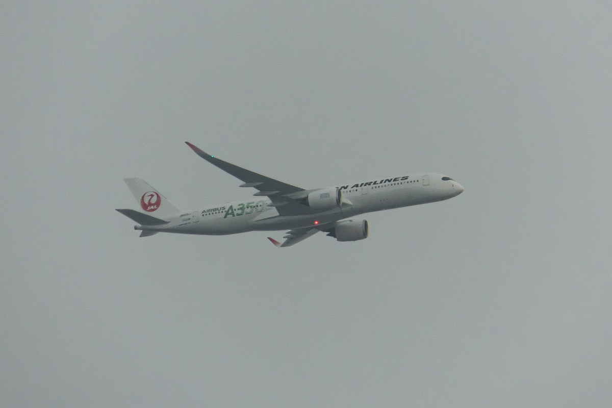 今回もまた羽田新ルート(昨日の南風アプローチ機と今日の北行き機)_d0137627_22193163.jpg