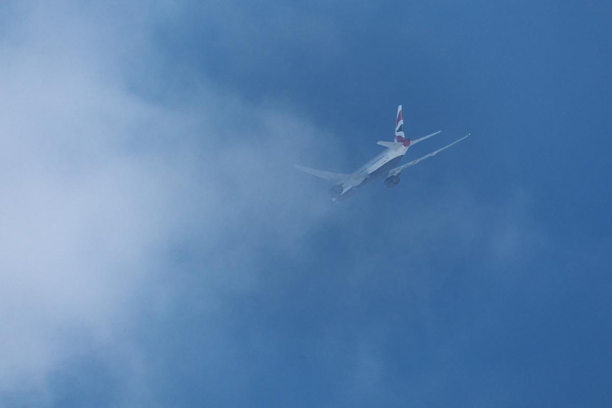今回もまた羽田新ルート(昨日の南風アプローチ機と今日の北行き機)_d0137627_22405351.jpg