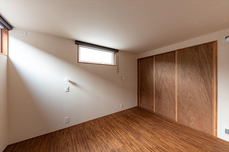 公園を独り占めできる2階リビングの家 竣工写真_b0349892_11483283.jpg
