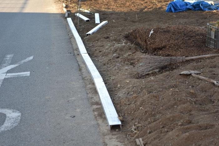 道路際の土留めの解決策_f0189218_21342019.jpg