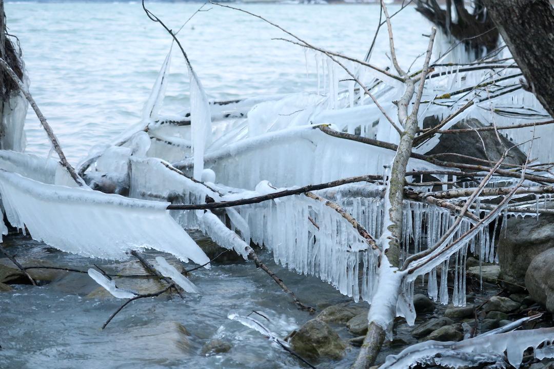 湖に自然が創る氷の芸術、北風に氷点下へとウンブリア_f0234936_2394526.jpg