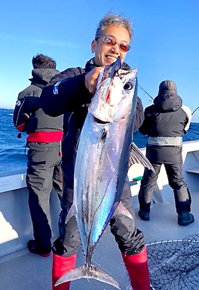 志摩沖のトンボと大カツオ健在_f0009039_09583614.jpg