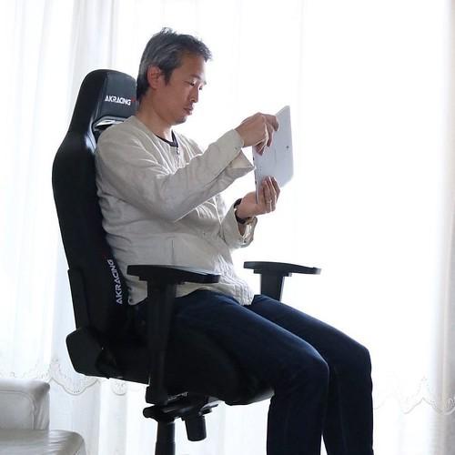 【AD】気分はレーサー?長時間座り続けても疲れにくい快適なゲーミング/オフィスチェア_c0060143_14283305.jpg