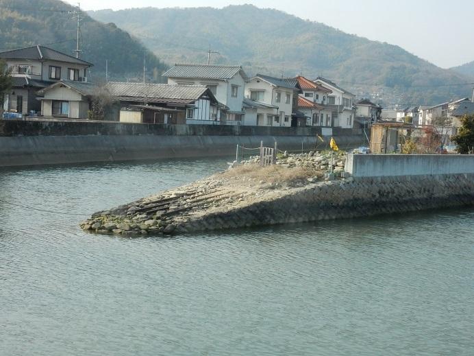 河口に造船所の痕跡_e0175370_22495111.jpg