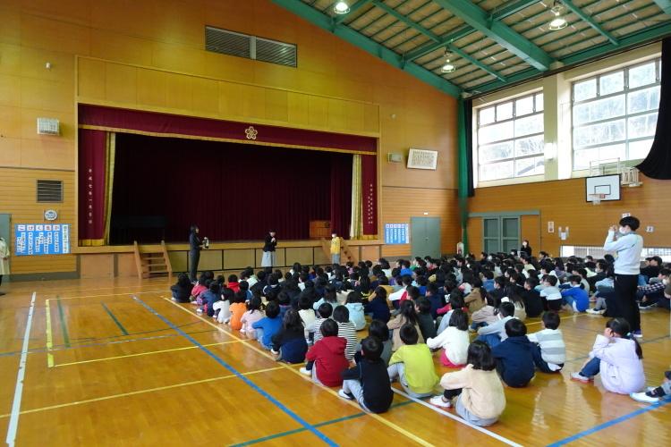綾部市立吉美小学校で贈呈式_e0324373_17132113.jpg
