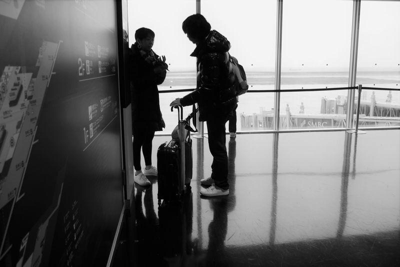 in the airport lobby_b0150077_20234714.jpg