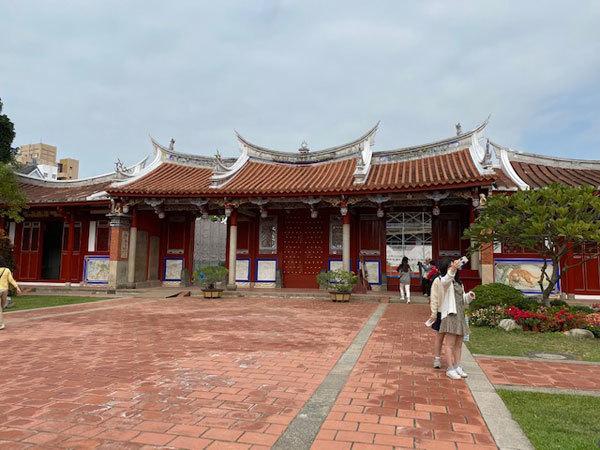 台湾(台南):「鳳盒子 funbox」(ファンボックス)の鳳梨酥(パイナップルケーキ)、台南孔子廟_b0089578_14380061.jpg