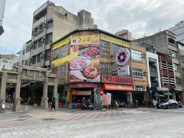 台湾(桃園):スターバックス高鉄桃園駅店、桃園から台南へ_b0089578_14380649.jpg
