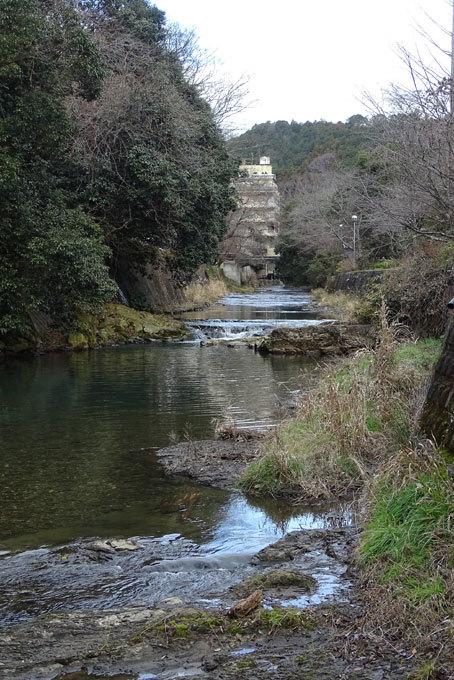 まだまだ冷たい川の水_b0145296_08550570.jpg