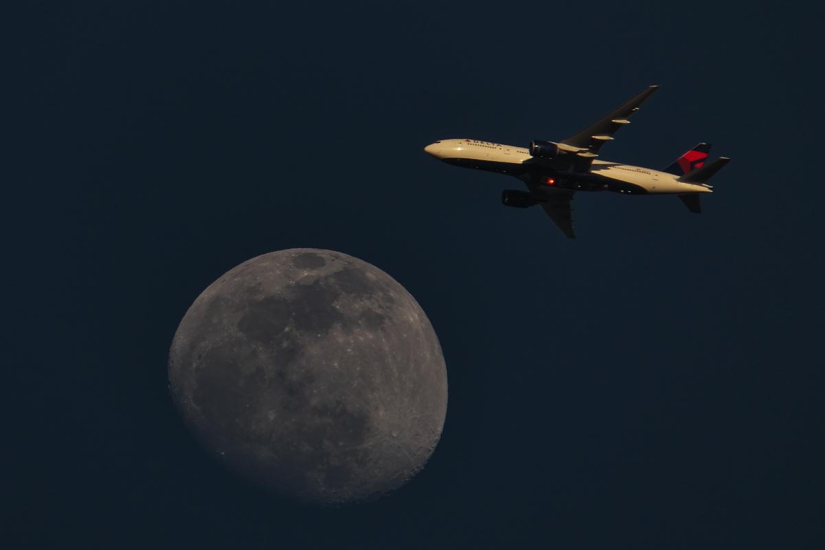 今日の東の空~下総帰りのU-125から「月とヒコーキ」まで~_d0137627_23144532.jpg