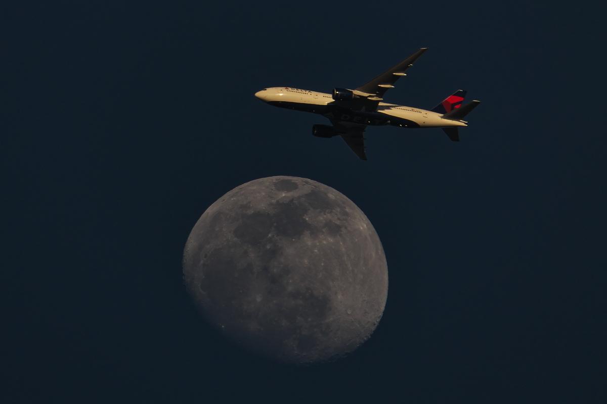 今日の東の空~下総帰りのU-125から「月とヒコーキ」まで~_d0137627_23161912.jpg
