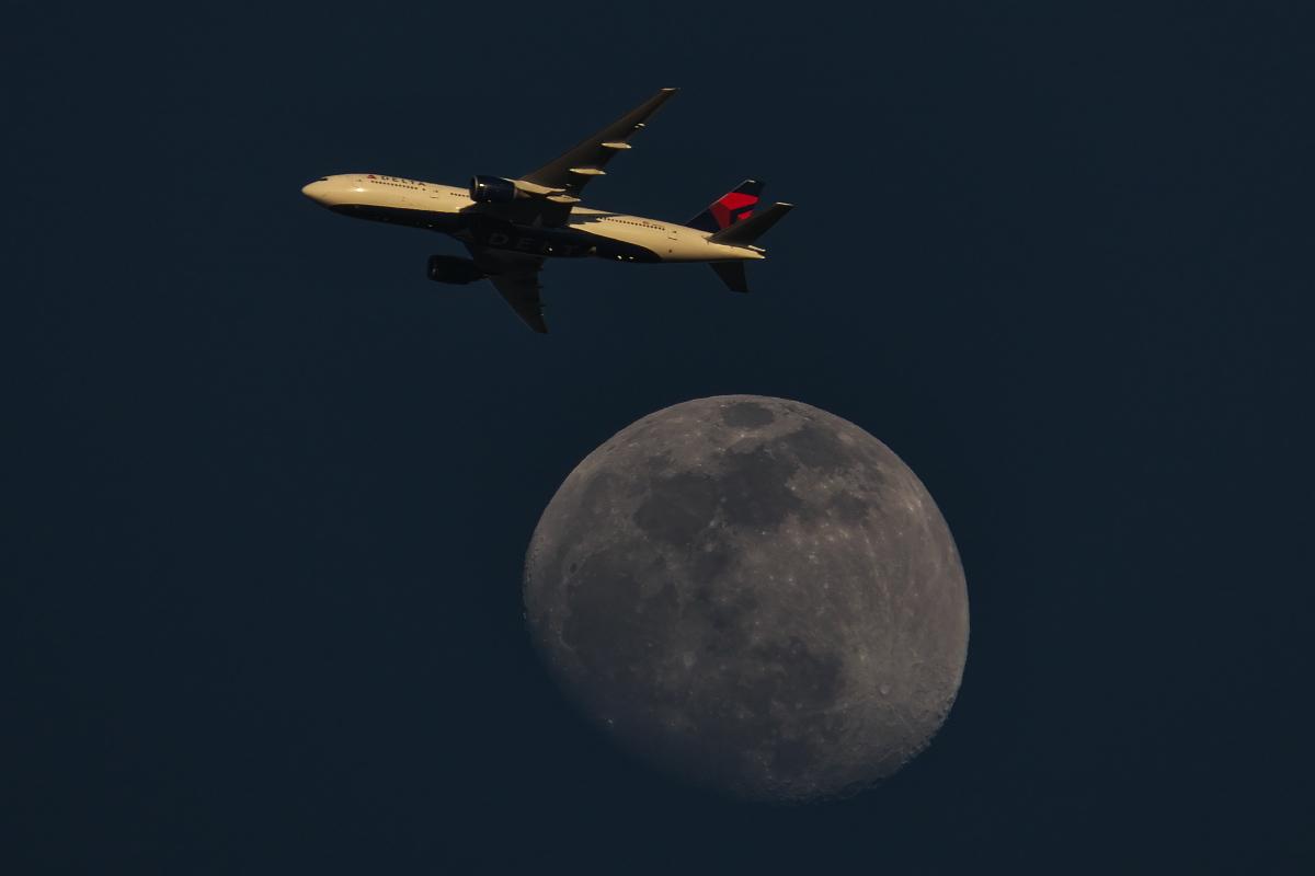 今日の東の空~下総帰りのU-125から「月とヒコーキ」まで~_d0137627_23173238.jpg