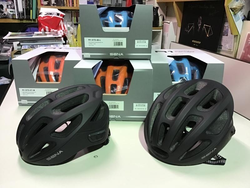 SENAのR1ヘルメット入荷しました!_e0365437_18015347.jpeg