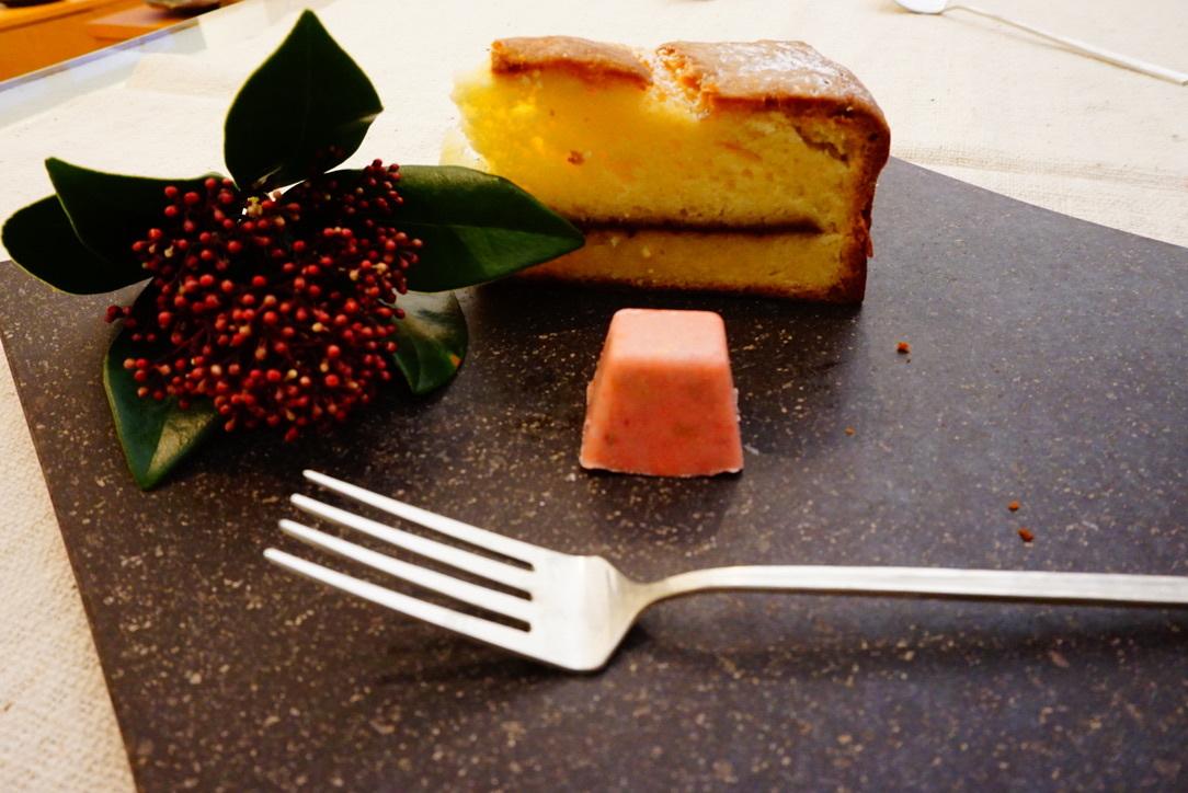 夕方のおやつと石皿、洋白カトラリー、カトラリーレスト_b0132442_18134910.jpeg