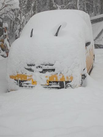 針畑雪、来た!・・・除雪ドーザ、ママダンプも出動!_d0005250_16443466.jpg