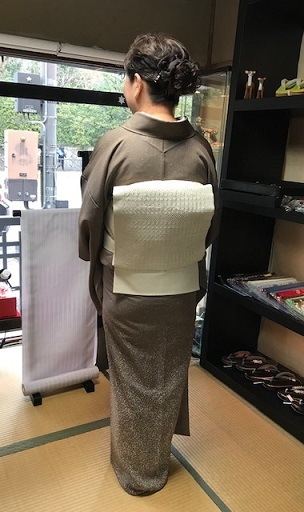 ご来店のお客様・音符道中着・撒き糊着物・藤田織物帯。_f0181251_17313020.jpg