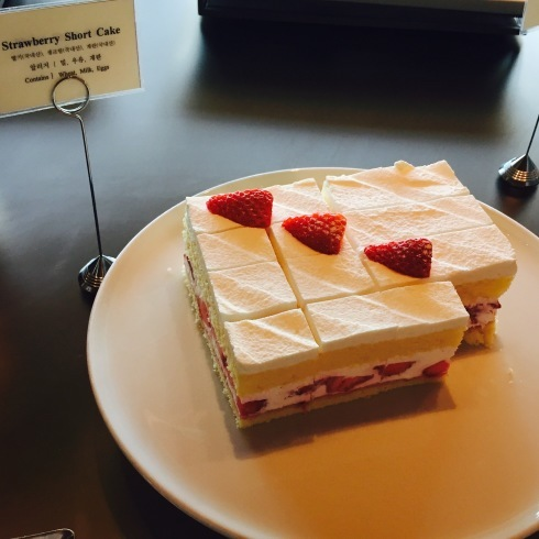 ソウル旅行 25 新羅ホテルのショートケーキ♪_f0054260_17440578.jpg