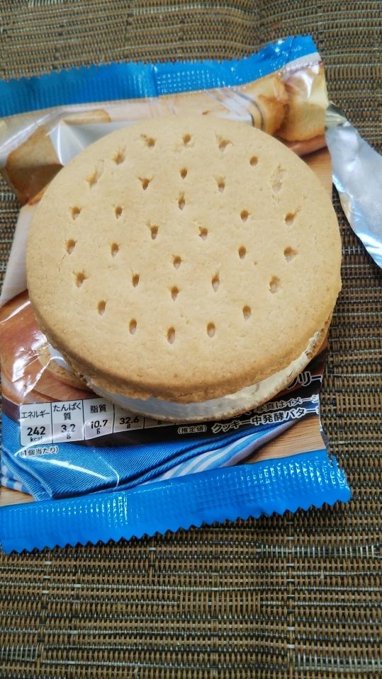 セブンプレミアム バニラ香るクッキーサンド_f0076001_23180080.jpg