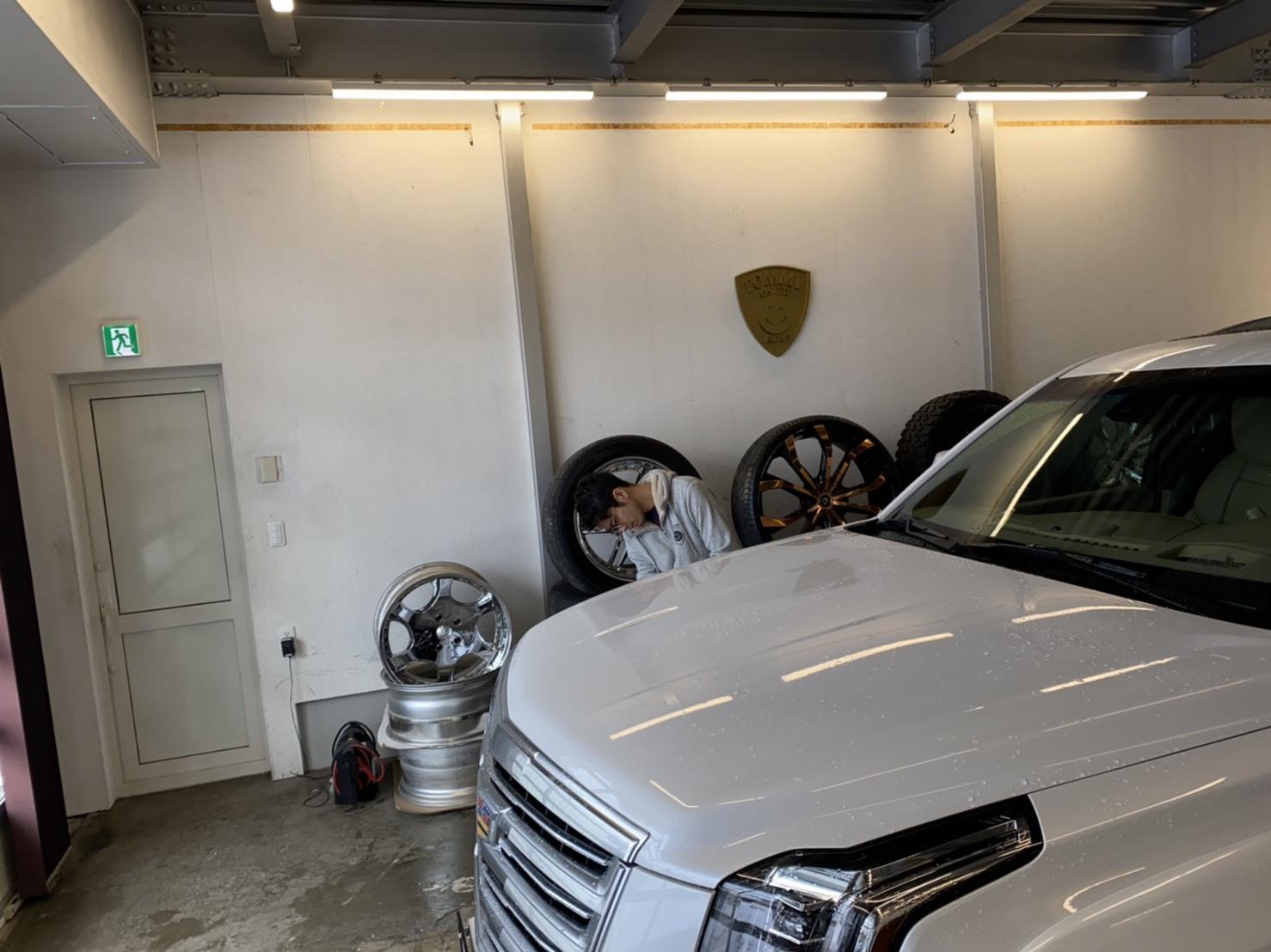 2月7日(金)本店ブログ♪BMW X1 xドライブ18d xライン 4WD ディーゼル車あります★ランクル ハマー エスカレードならTOMMY☆彡_b0127002_19000819.jpg