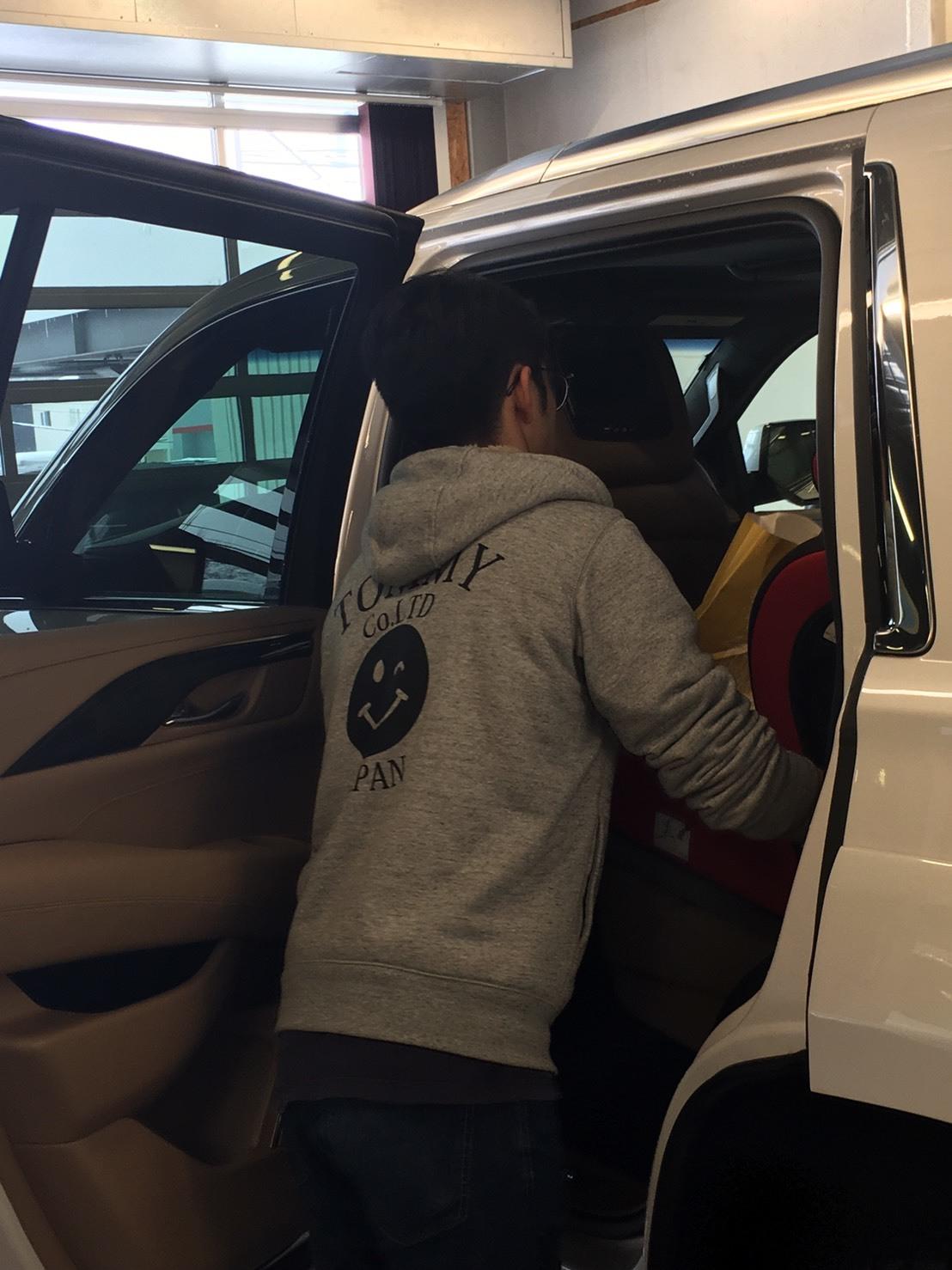 2月7日(金)本店ブログ♪BMW X1 xドライブ18d xライン 4WD ディーゼル車あります★ランクル ハマー エスカレードならTOMMY☆彡_b0127002_19012168.jpg