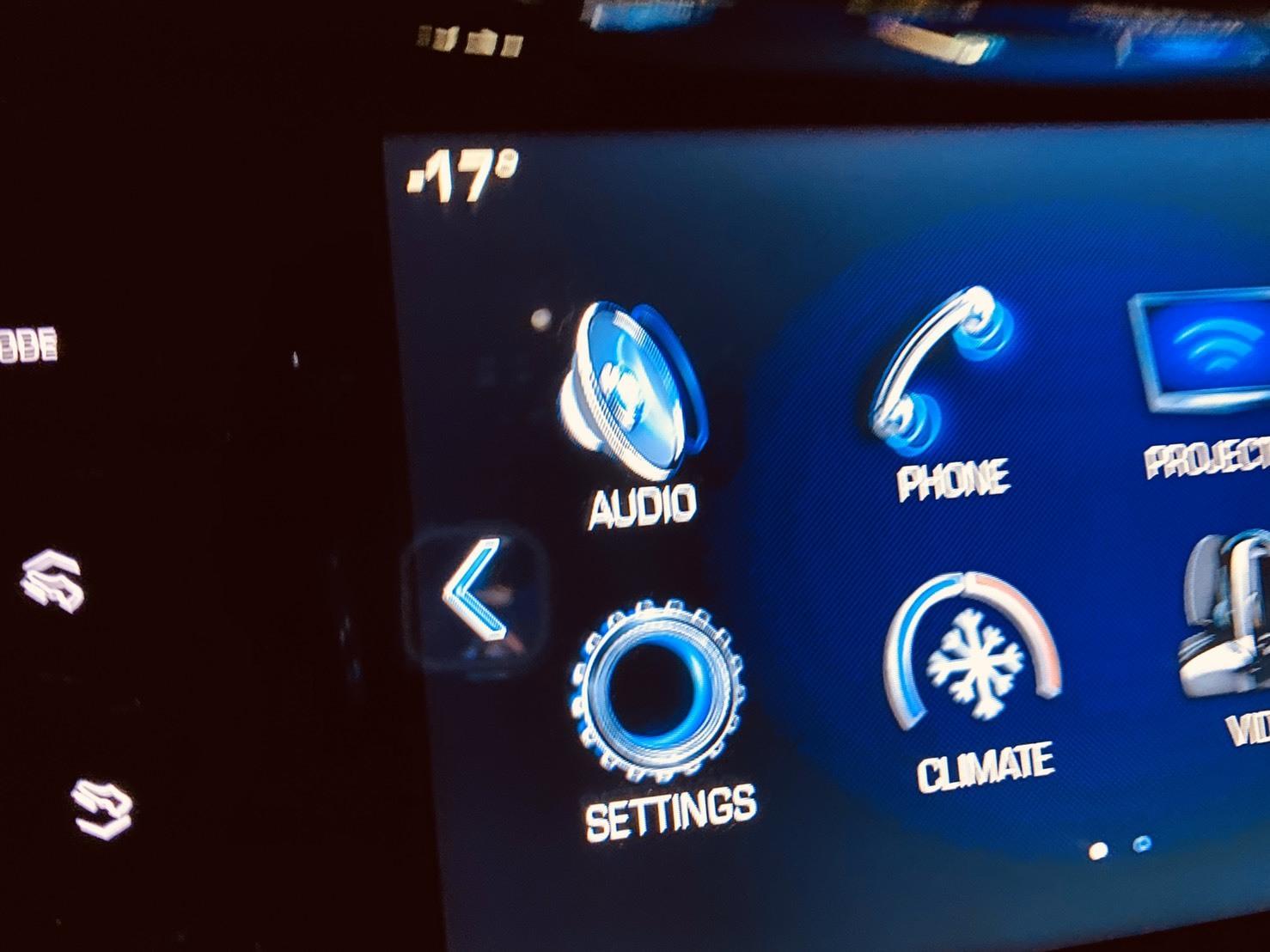 2月7日(金)本店ブログ♪BMW X1 xドライブ18d xライン 4WD ディーゼル車あります★ランクル ハマー エスカレードならTOMMY☆彡_b0127002_19090800.jpg