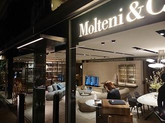 イタリアモダン家具ブランド=Molteni&C!_d0091909_11053740.jpg